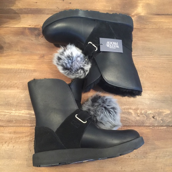 e75f4348792 New Ugg Isley Waterproof Sheepskin Boots Black 7 NWT